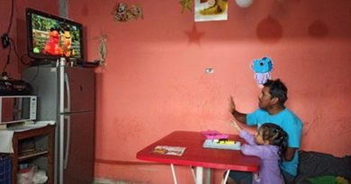 Mexican TV networks to provide home learning for students as schools stay shut
