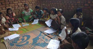 In this village near Mumbai, school teacher uses currency notes, colour pencils to teach maths amid pandemic