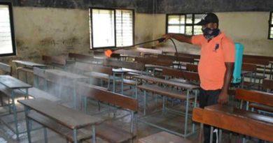 Parents meet minister Bachhu Kadu after schools in Pune stop online teaching