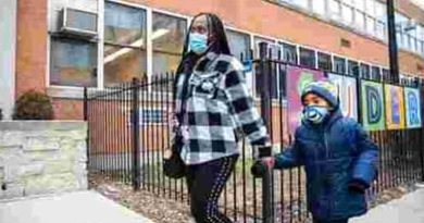 Chicago schools postpone physical classes over Covid-19 safety plan